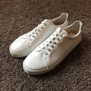WHITE SNEAKERS- INC International Concepts